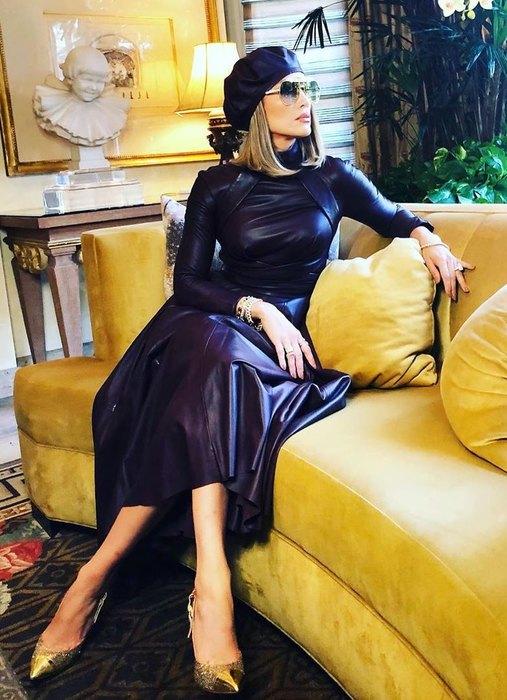 Джей Ло вышла в свет в дерзком кожаном платье 1