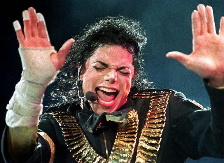 Зачем Майкл Джексон носил маску? 1