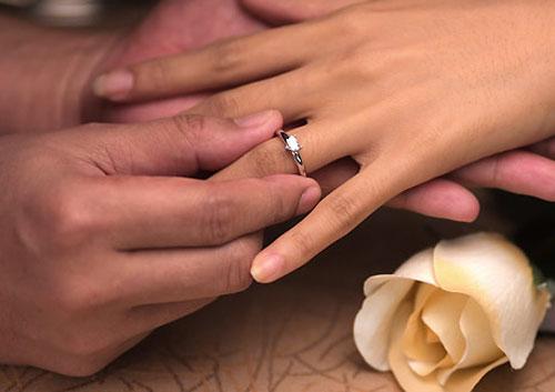 Как носить помолвочное кольцо 1