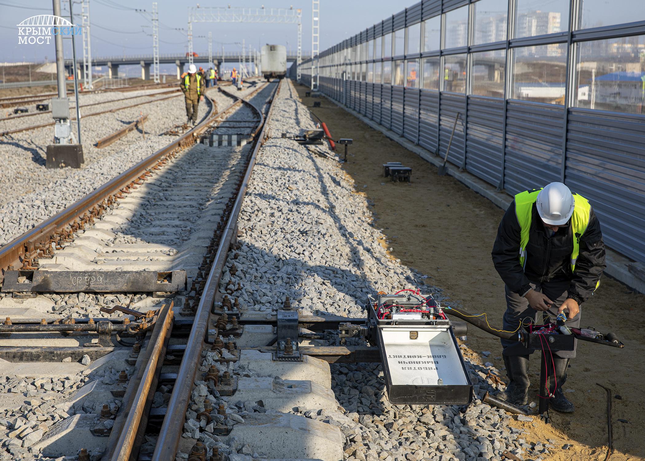 Движение поездов по Крымскому мосту будет контролировать электроника 2