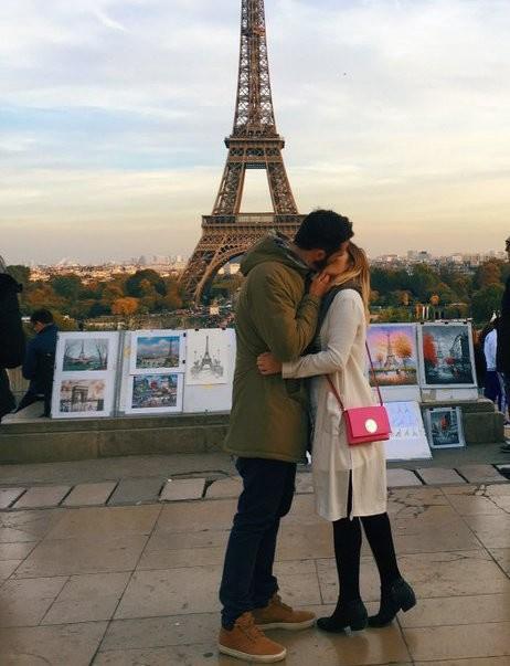 Зачем девушка целует незнакомцев? 1