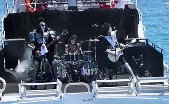 Группа Kiss устроила подводный концерт 1