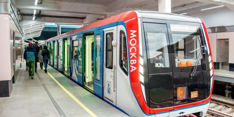 Модный показ пройдет в движущемся поезде 8
