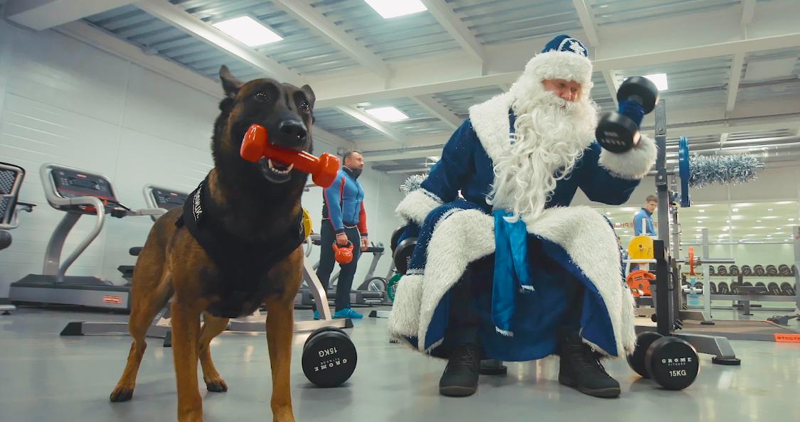 Как тренируется полицейский Дед Мороз? 8