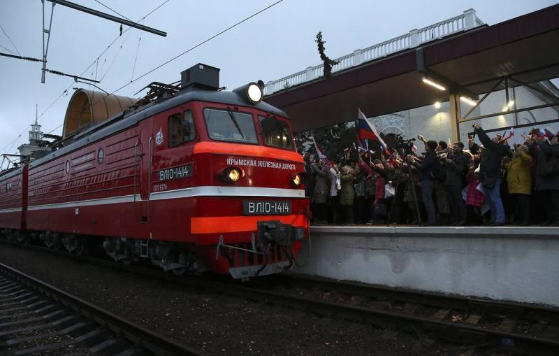 Первый поезд из Москвы прибыл в Симферополь 9