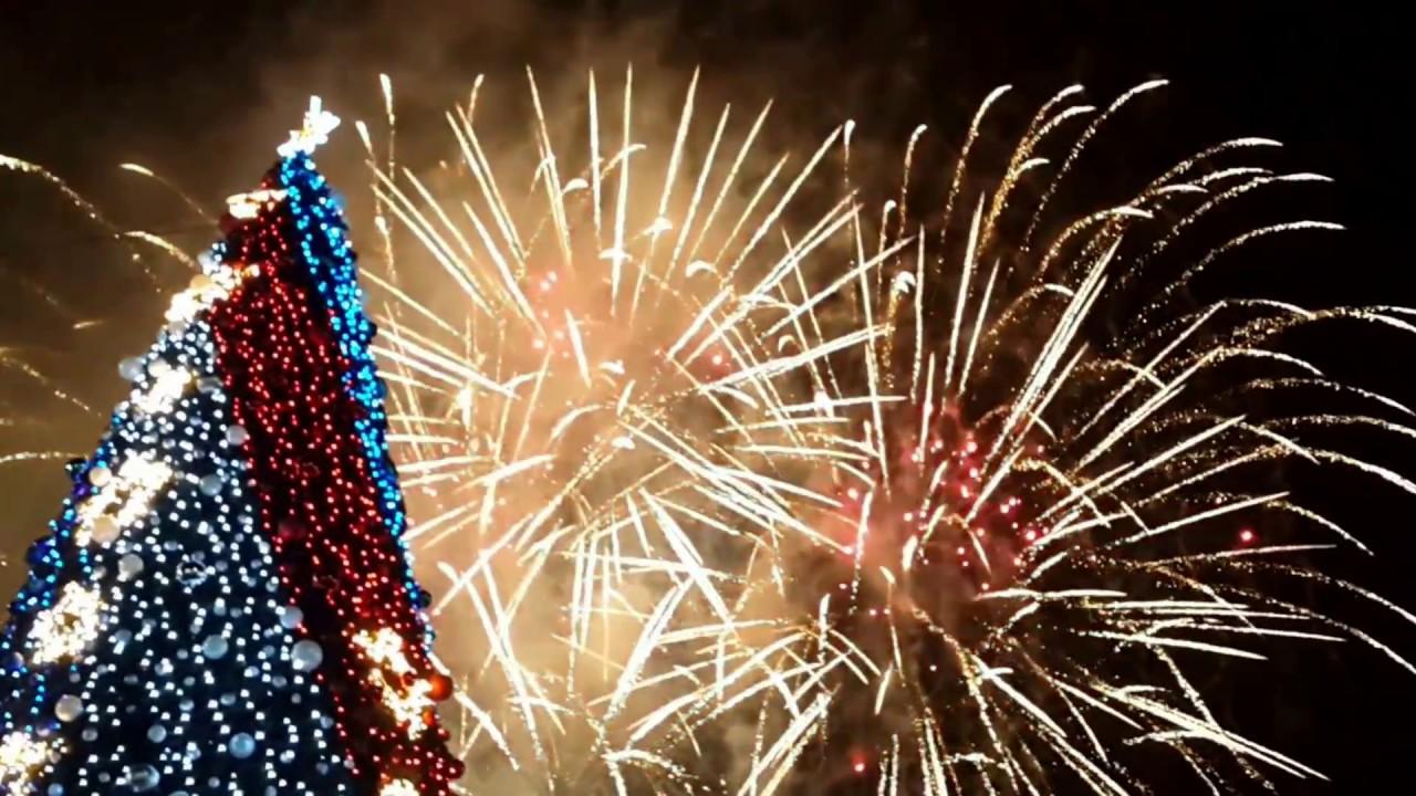 Новогодняя программа на площади Нахимова 8