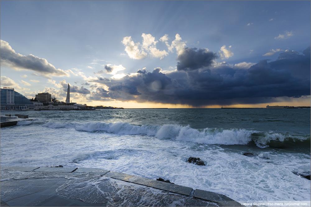 На Севастополь идет зимний шторм 10