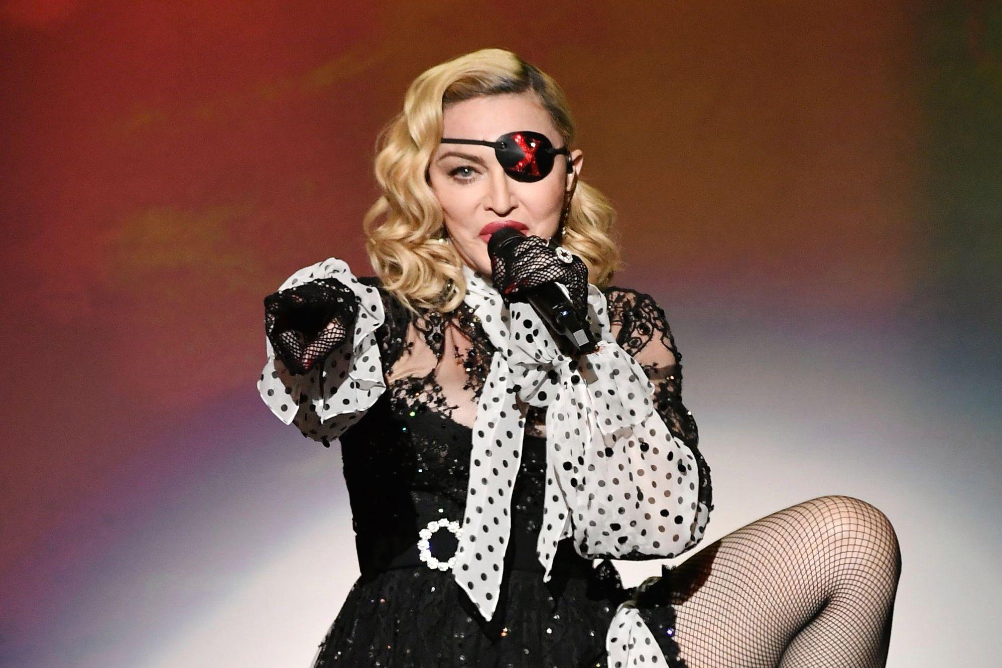 Мадонна запретила мобильные телефоны 3