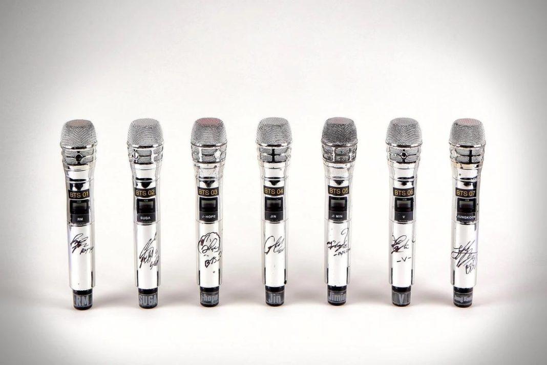 Концертные микрофоны BTS продали на аукционе 7