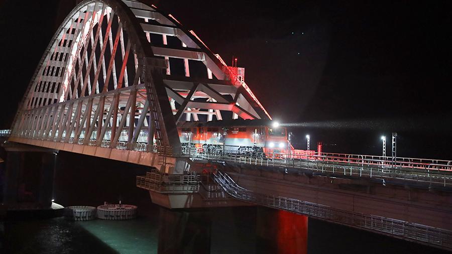 100 поездов прошли по Крымскому мосту 8