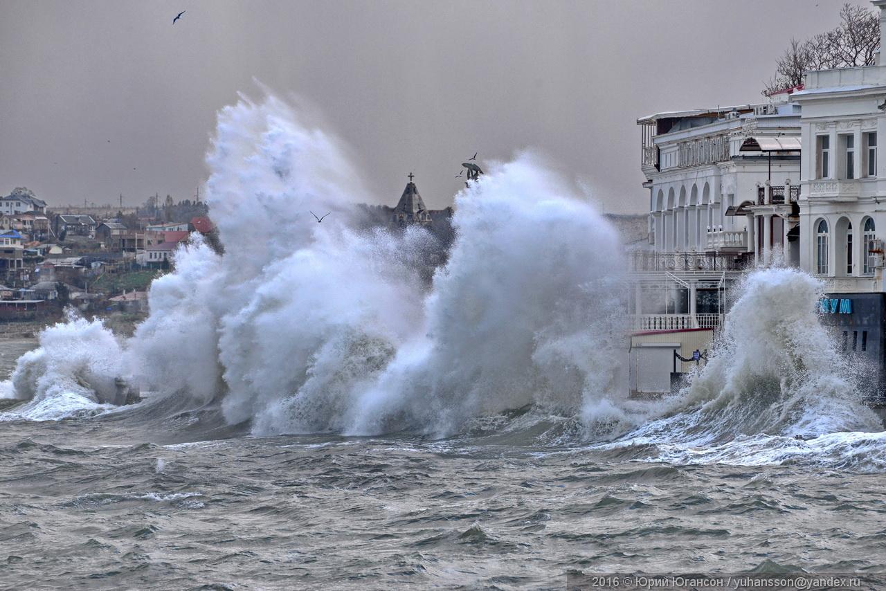 На Севастополь идет зимний шторм 5