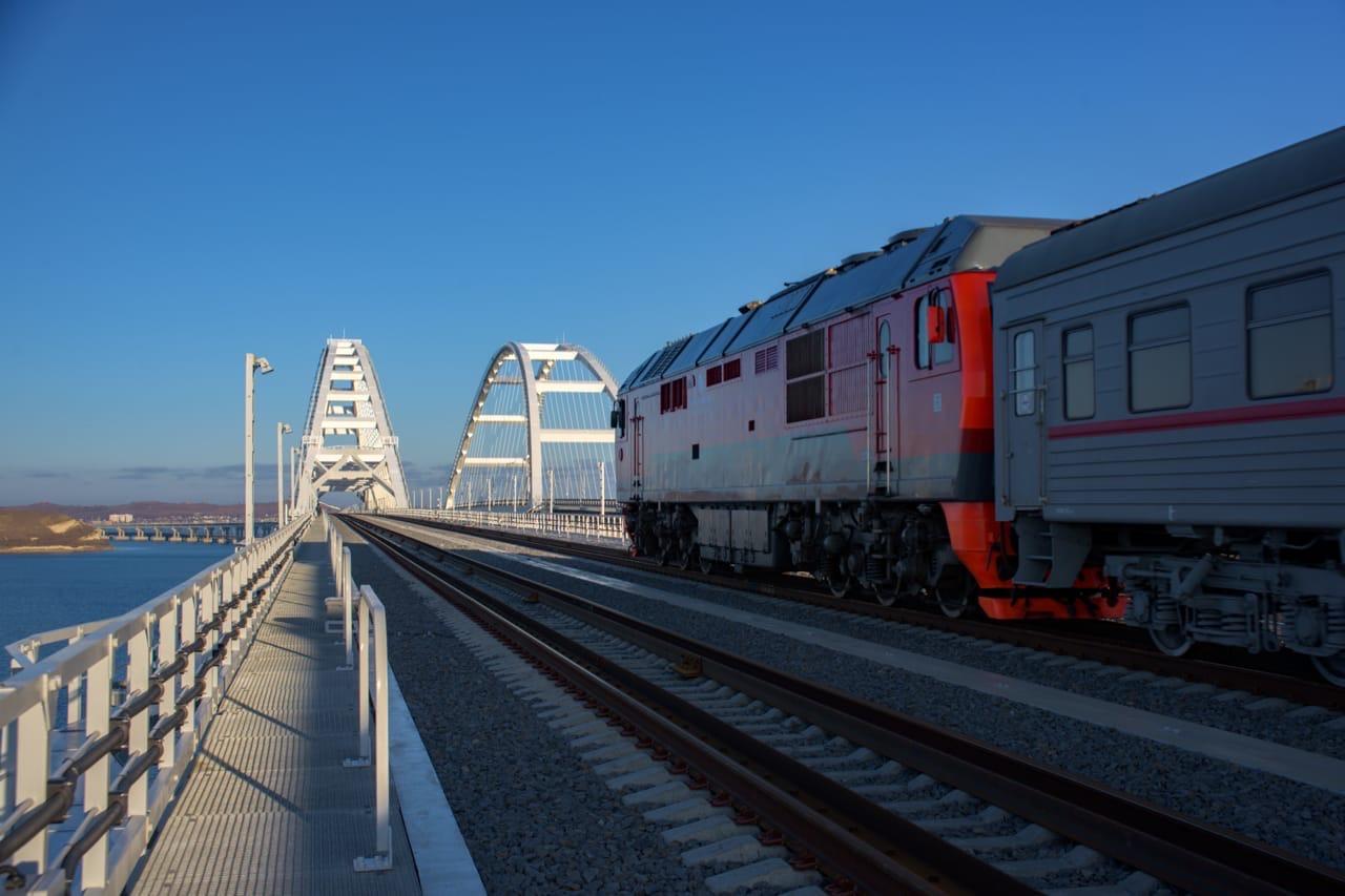 Туристы выбирают транспорт для поездки в Крым 1