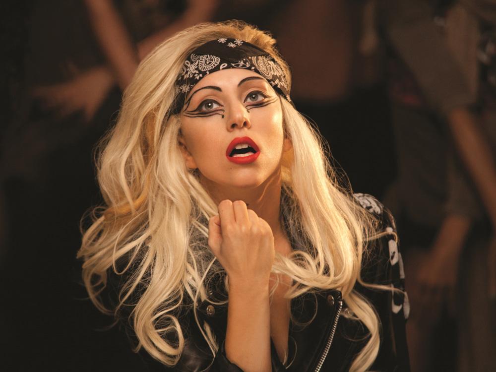 Леди Гага бросила курить 1