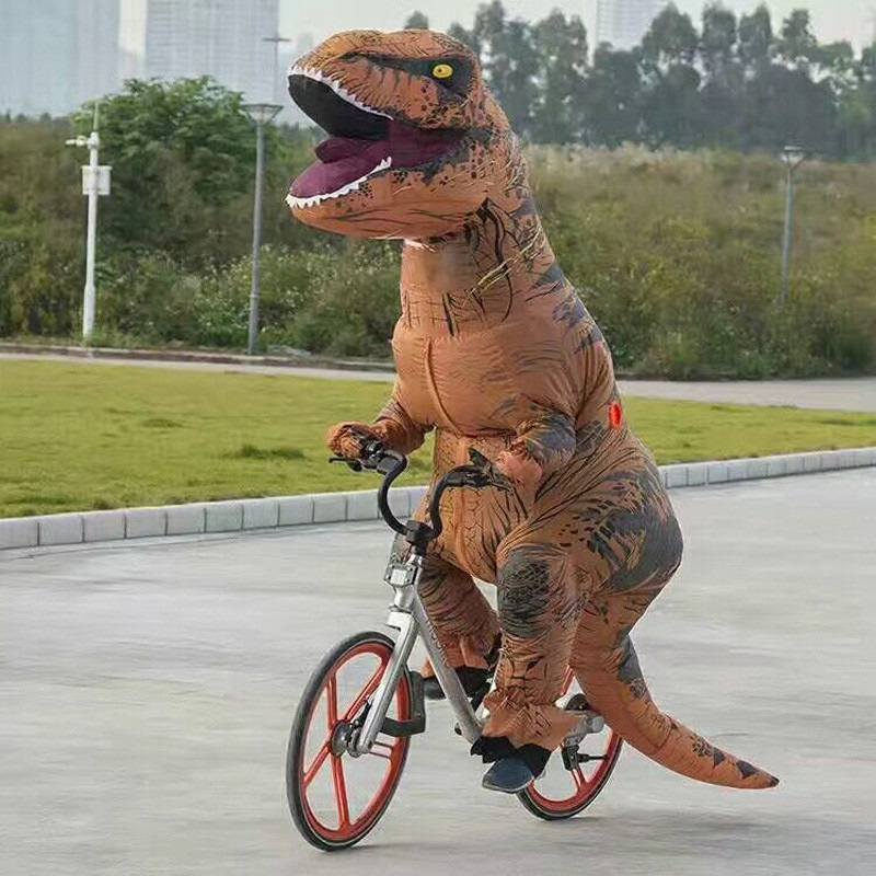 По улицам Мурсии гулял тираннозавр 7