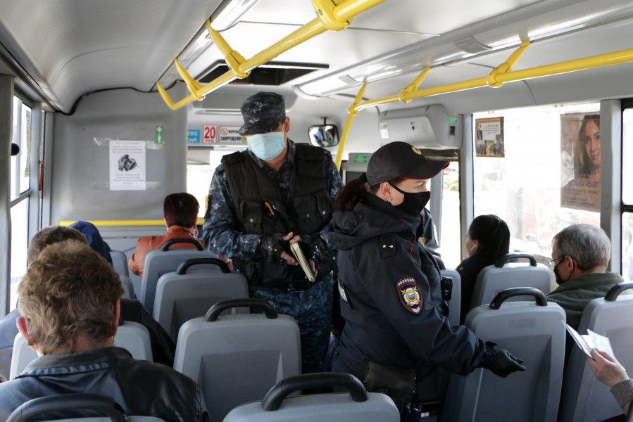 В Севастополе проверяют пропуска у пассажиров общественного транспорта 1