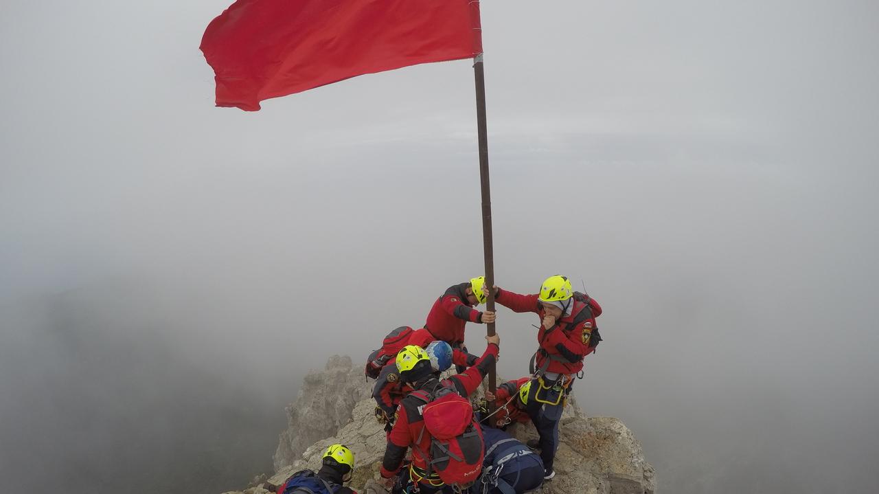 На вершинах крымских гор установят Знамя Победы 3