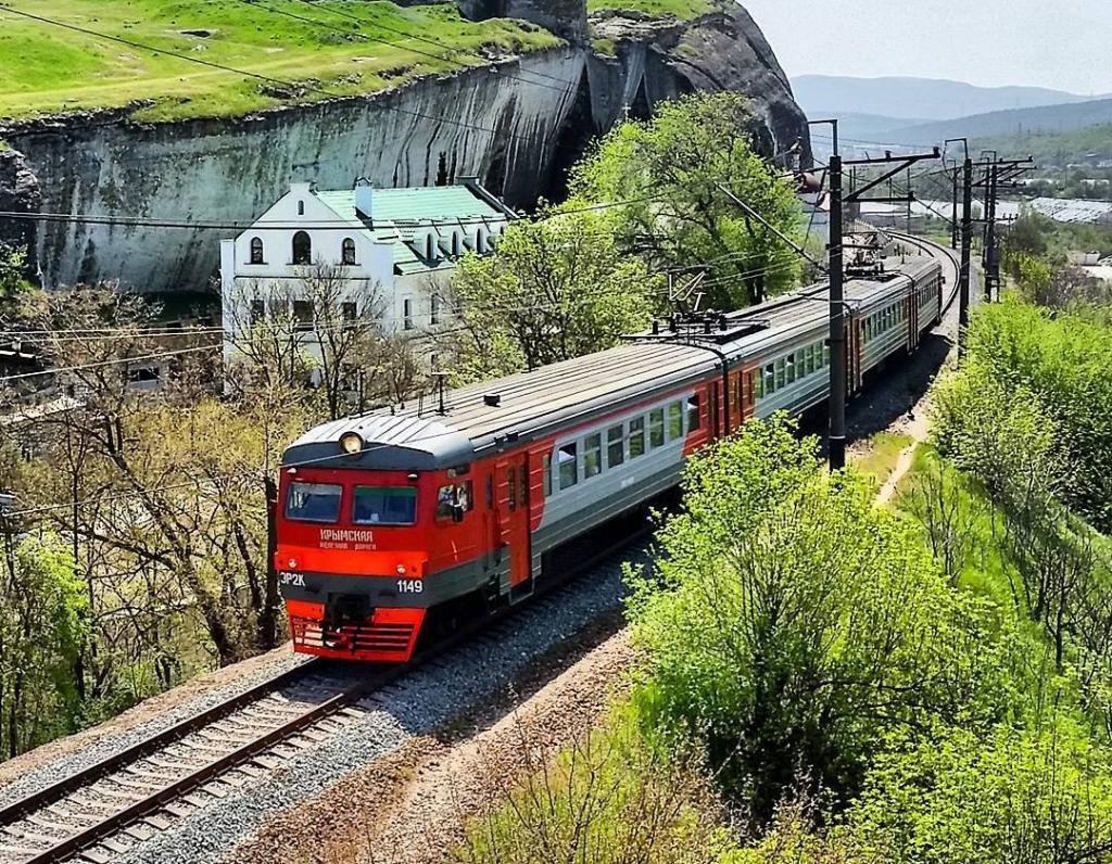 В Крыму возобновили движение электричек 1