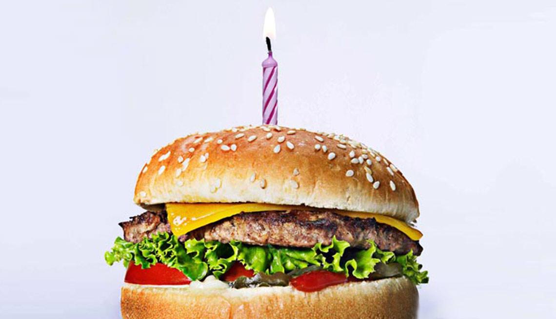Сегодня - день рождения бургера 1