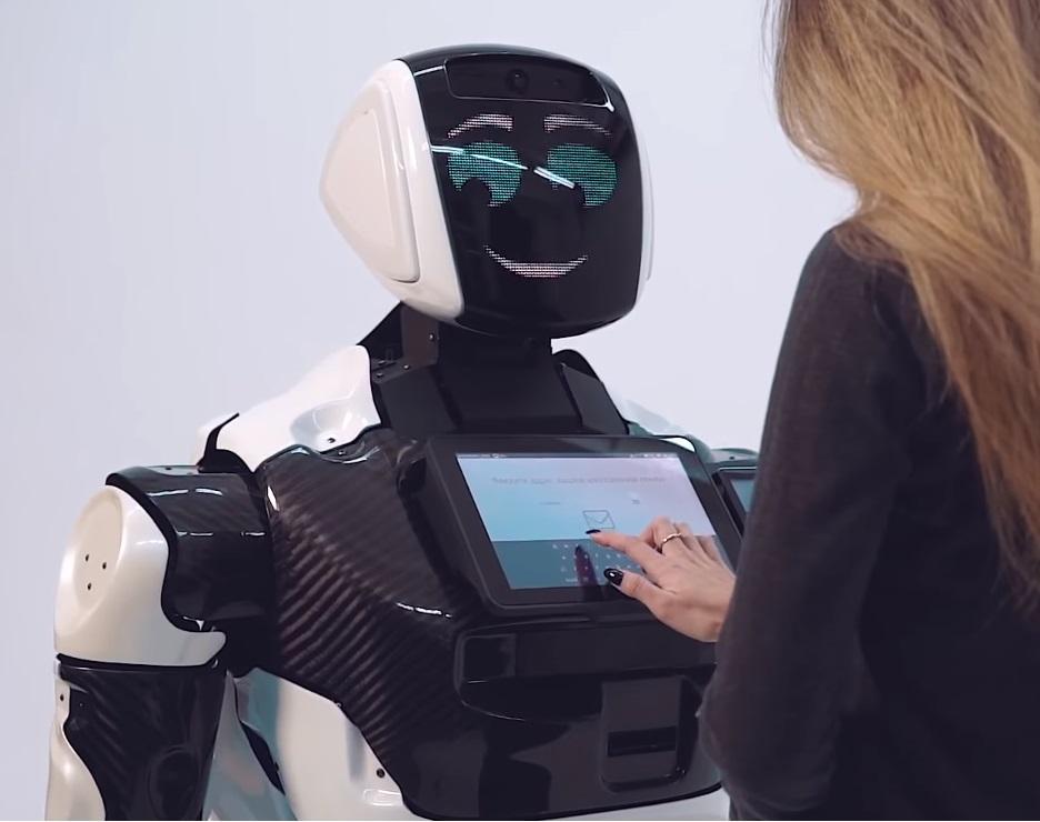 Сотрудником МФЦ стал робот 6
