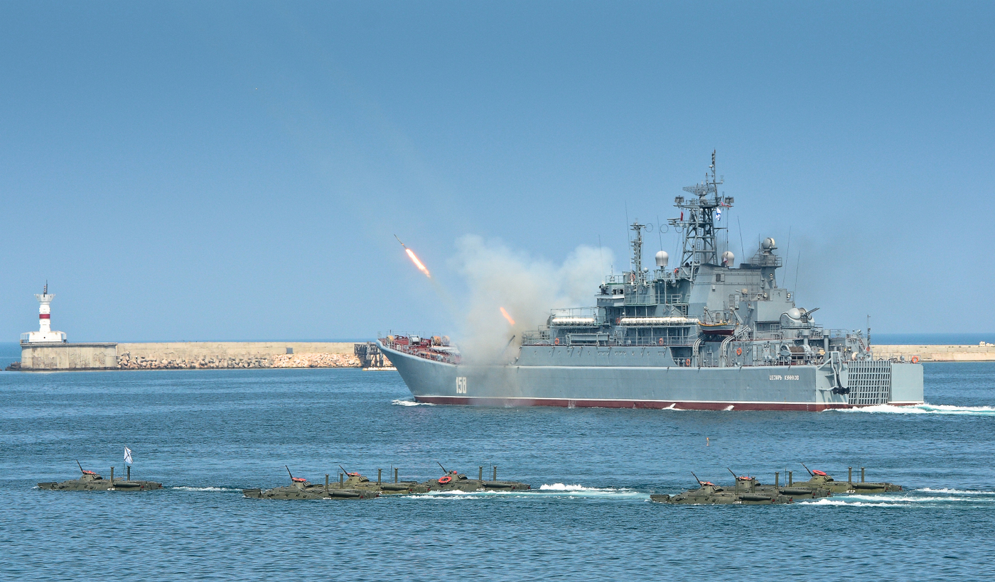 В День ВМФ в Севастополе зрители увидят полсотни кораблей 8