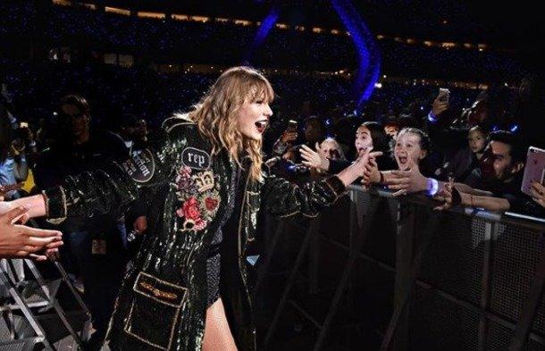 Фанаты Тейлор Свифт угрожают критикам 7